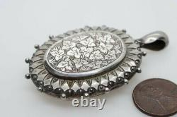 ANTIQUE VICTORIAN ENGLISH STERLING SILVER ENGRAVED TREFOIL PHOTO LOCKET c1881