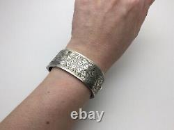 Victorian 1901 Sterling Silver Aesthetic Leaf Design Hinged Bangle